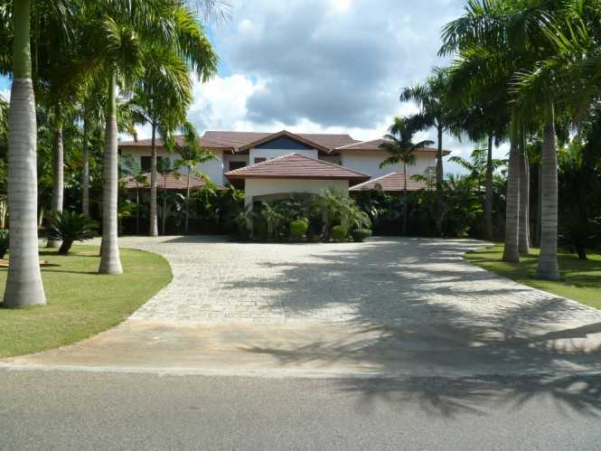 6-bedroom Villa in La Romana Country Club Golf Course for sale
