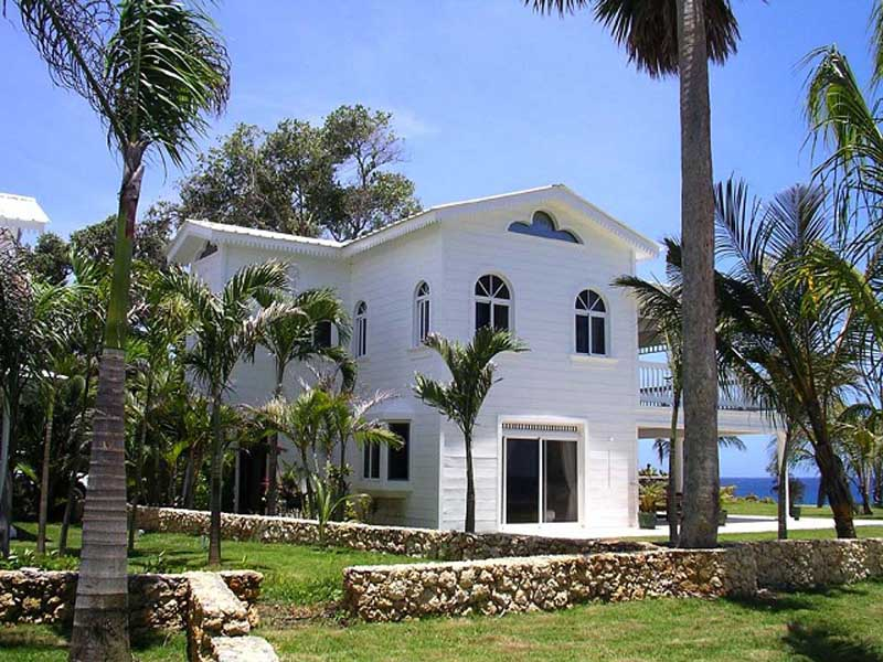 Ocean front villas in sosua dominican republic for sale for Luxury caribbean homes for sale