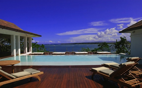 Infinity edge pool in Cabarete