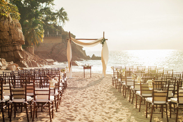 Beach-wedding-elegant-ceremony